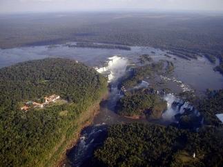 800px-cataratasdeiguazu